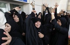 bahrain: demonstrators shout anti-goverment slogans