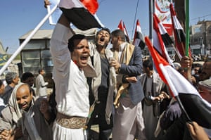 Yemen: Supporters of the Yemeni government react during clashes