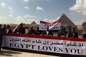 Egypt Demonstrations: Egyptian tour guides call to tourists to return, in Giza, Cairo, Egypt
