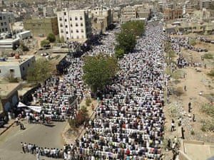 Yemen Protests: Anti-government protesters attend Friday prayers in the Yemeni city of Taiz