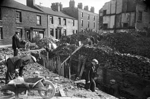 Wigan 1939: Shelter Construction