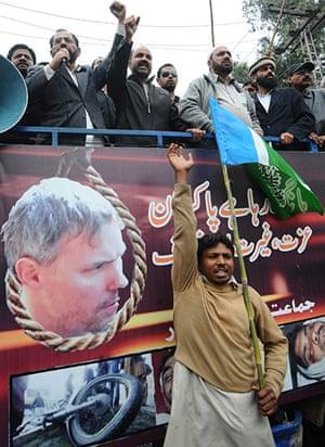 Pakistan: Activists of Jamaat-e-Islami Pakistan sh