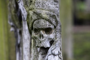 Bunhill fields cemetery: A detail of a skull on the side of a tomb