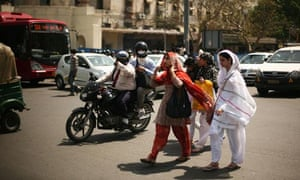 Women on the streets of Delhi