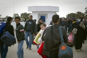 Libya unrest: Tunisians working and living in Libya gather at the Rad Jdir border