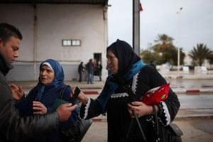 Libya unrest: Women who recently fled Libya speak with a border guard