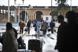Libya unrest: Tunisians leave Libya at the Ras Jdir border post between Libya and Tunisia