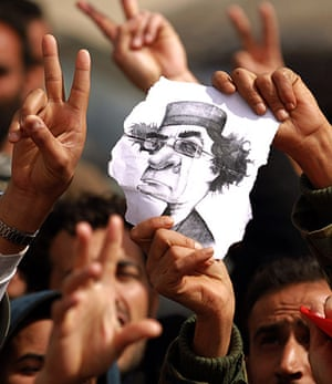 libya unrest: Libyan protesters flash