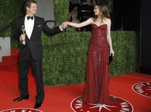 Oscars 2011: afterparties: British actor Firth holds his best actor Oscar