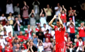 Giggs 20 Years: Wales' skipper Ryan Giggs acknowledges the crowd retires from International
