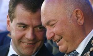 Yuri Luzhkov (right) talks to Dmitry Medvedev