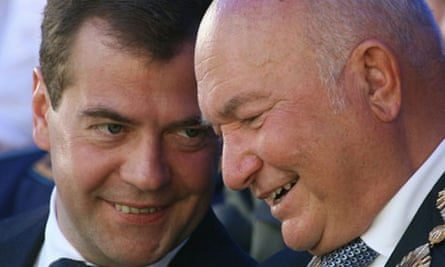 Yuri Luzhkov (right) talks to Dmitry Medvedev