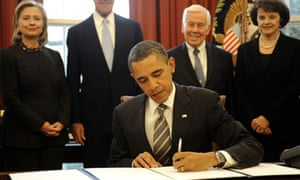 Barack Obama signs the New Start treaty on nuclear