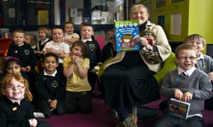 Aileen Paterson, author of Maisie the Morningside Cat, opened a new library in Gracemount this week