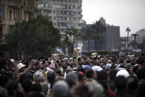 Egypt 05/02: Protesters in Cairo after rumours spread the army was abandoning positions