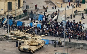 Egypt 05/02: Tanks try to prevent clashes between protestors and Mubarak supporters