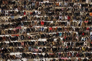 Egypt protests day 13: Egyptians pray in Tahrir Square