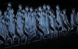 24 hours: Arlington, Texas, USA: Dancers perform during the half time show