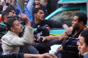 Muslim Brotherhood: Egyptian plainclothes police clash with Muslim Brotherhood in 2009
