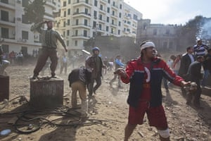 sean smith in egypt: anti government protesters fight back an attack by government supporters
