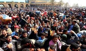 Crowds at Tunisian border