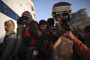 Libya: Indian workers attempt to get on a ship leaving for Alexandria