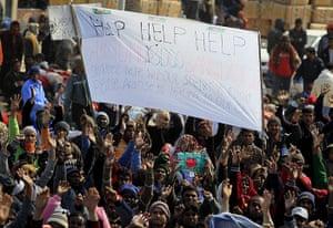 Libya: Bangladeshiworkers at the Ras Jdir border crossing