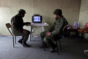 Libya unrest continues: Rebels from the forces against Gaddafi follow the news on televsion