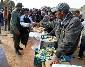 Libya unrest continues: Egyptian refugees flee Libya