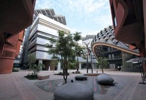 Masdar City: Masdr City project featuring renewable energy technologies in Abu Dhabi