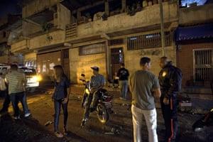 Venezuela Caracas : Saturday night police do random stop and search in Caracas Venezuela