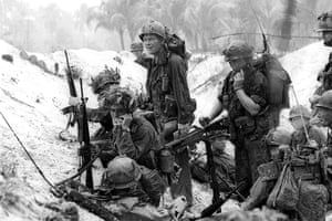 Henri Huet: Troops of the U.S. 1st Air Cavalry Division take cover in the hills, An Thi
