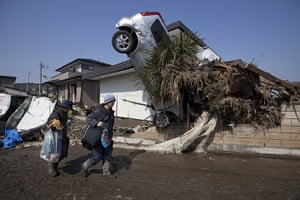 Dan Chung in Japan: car embeddd in house in Shintona, Japan