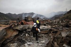 Japan rescue work: Survivors make their way through Otsuchi