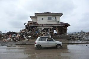 japan disatster: house still standing in Sendai