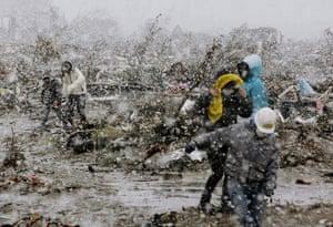japan disatster: Residents  salvage goods in Sendai