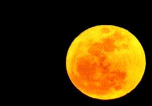 Super moon: A perigee moon rises in Washington, DC