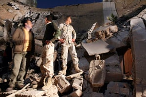 Libya, Tripoli compound: Libyan army soldiers stand on destroyed Gaddafi's Tripoli compound