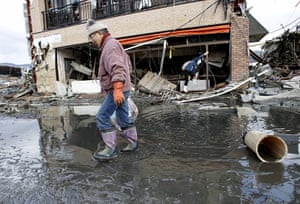 Japan salvage: Residents carry belongings collected from their house in Kesennuma