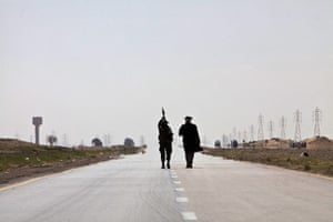 Sean Smith in Libya: 23 March: Rebels on the outskirts of the town walk to the front