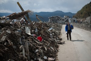 Japan aftermath: A man searches for his mother in Rikuzentakata, Japan