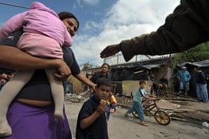 Globalizer Program : Marta Arango : A Brazilian homeless mother with her children