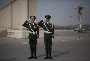 NPC in Beijing: Officers salute