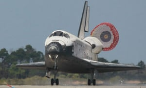 The space shuttle Discovery lands at Kennedy Space Centre