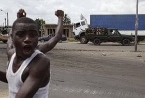 Ivory Coast: Local residents cheer pro-Ouattara forces in Abidjan