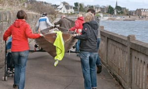 Old Jolly boat leaves Broughty Ferry on foot | Photo: Max Blinkhorn