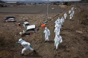 Fukushima disaster: 7 April: Japanese police search for victims in deserted evacuation zone