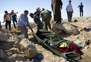Ajdabiya, Libya : Rebels bury a fighter allegedly killed in a NATO air strikes in Ajdabiya