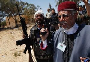 Ajdabiya, Libya : Libyans chant to rally rebel fighters, Ajdabiya