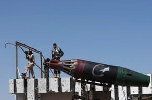 Ajdabiya, Libya : A Libyan rebel uses binoculars to check positions of forces, Ajdabiya